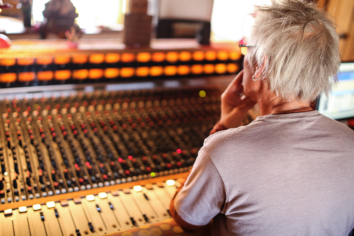 taos-recording-mixing-console